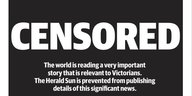 "Ein weißer Schriftzug auf schwarzem Grund: ""Censored. The world is reading a very important story that is relevant to Victorians. The Herald Sun is prevented from publishing details of this significant news."""