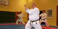 Petra Lenz beim Karate-Training.