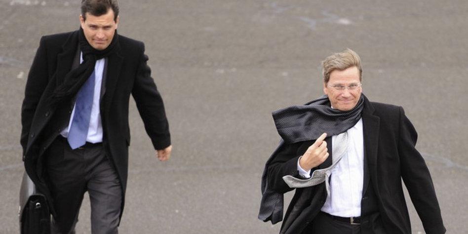 Kritik An Mronz Und Westerwelle Dienstreise Mit Außenminister Tazde