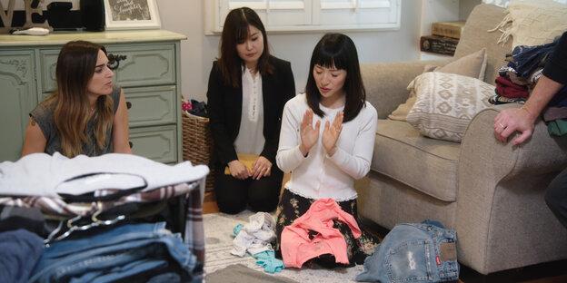 kolumne die couchreporter marie kondo kann uns nicht helfen. Black Bedroom Furniture Sets. Home Design Ideas