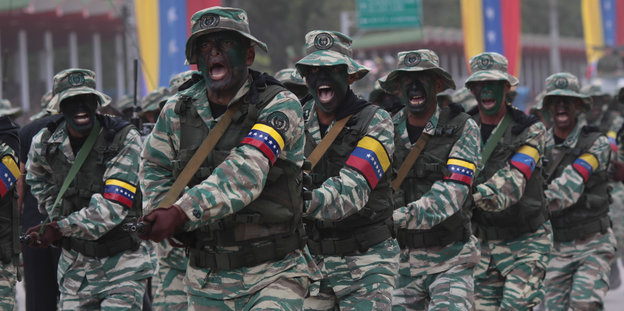 Militärparade in Caracas
