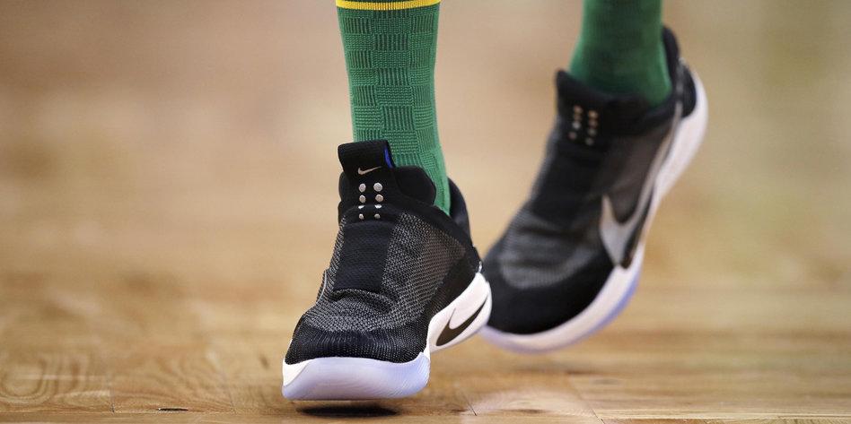 """61a741b0171600 Allah""""-Schriftzug auf Nike-Schuhsohle  Darf man Religion mit Füßen ..."""