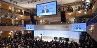 Von der Leyen auf Sicherheitskonferenz: Ein Versprechen und ein Seitenhieb