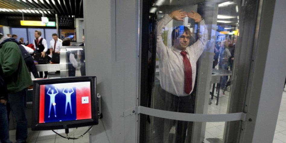 Sicherheitskontrollen Auf Flughäfen Union Findet Nacktscanner Doch