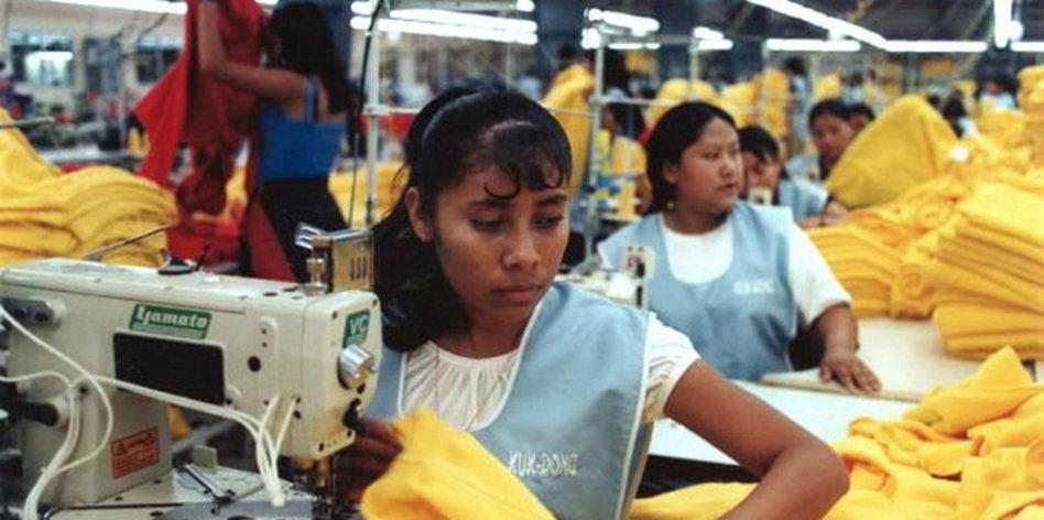 Schlanke Peruanerin Nimmt Es
