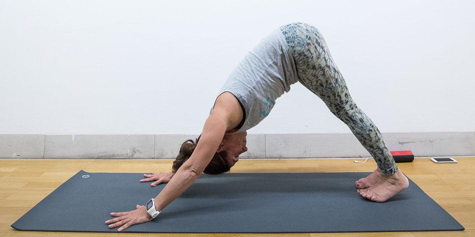 Kommentar-Selbstoptimierung-Yoga-macht-unpolitisch