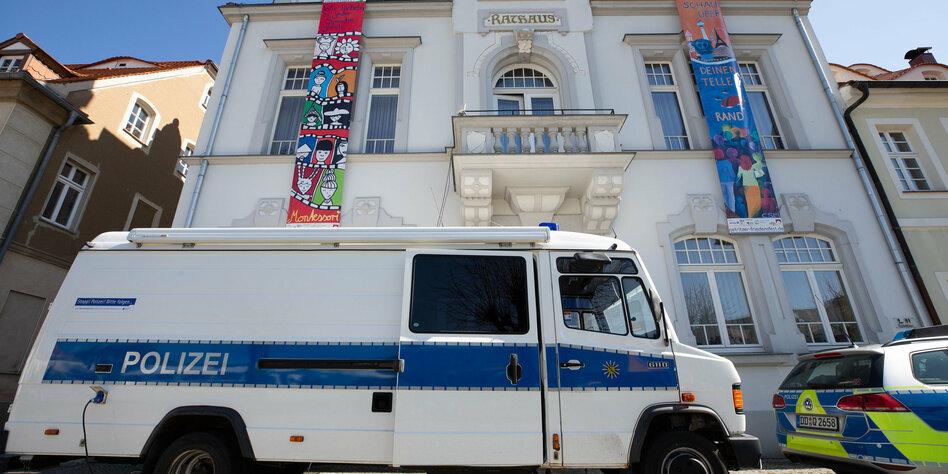 Rechtsrockkonzert-in-Ostritz-Journalisten-und-Polizei-angegriffen