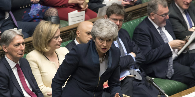 Theresa May steht im House of Common am Rednerpult