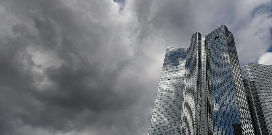Fragwürdige Überweisungen: Deutsche Bank im Trump-Tief