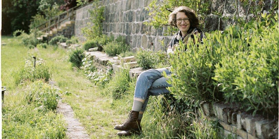 Interview Mit Lola Randl Ich Bin Keine Wurzelpflanze Taz De