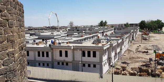 In der zerstörten Altstadt von Diyarbakır werden Luxusbungalows gebaut.