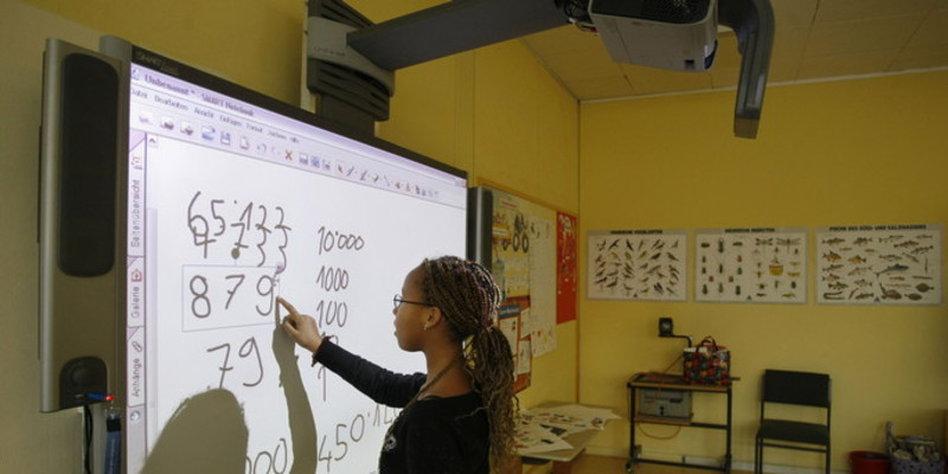 Umbruch in Schulen  Der schwierige Start der digitalen Tafel   taz de