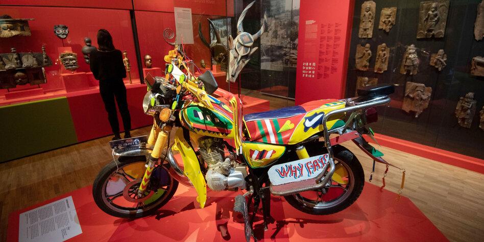 Motorrad kamerun linden museum afrika ausstellung kunst