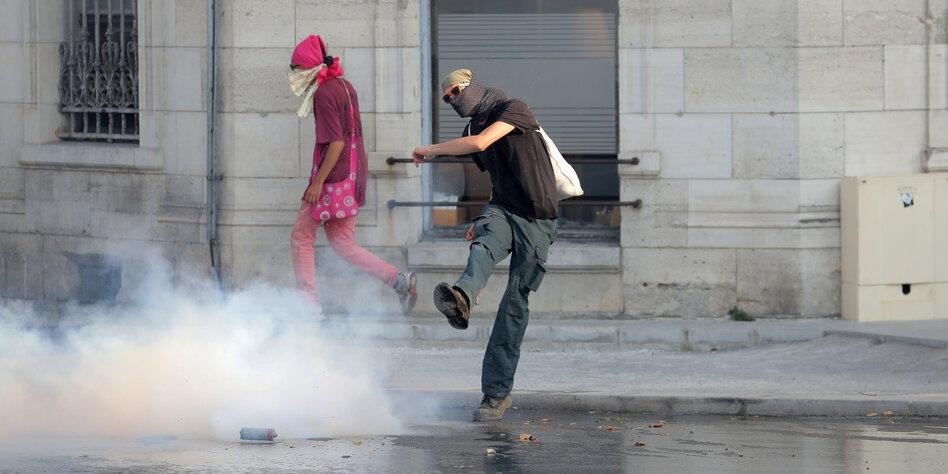 Polizei - Dutzende Festnahmen bei Protesten gegen G7-Gipfel in Biarritz