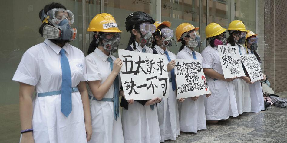 Demonstranten zogen von Hongkonger Flughafen ab