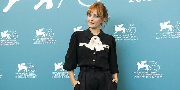 Schauspielerin Sandra Faleiro posiert bei den Filmfestspielen Venedig
