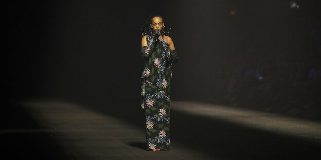 Solange Knowles in einem Kleid von Kenzo in Paris