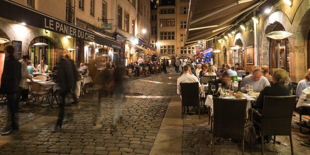 Restaurants in einer Lyoner Gasse