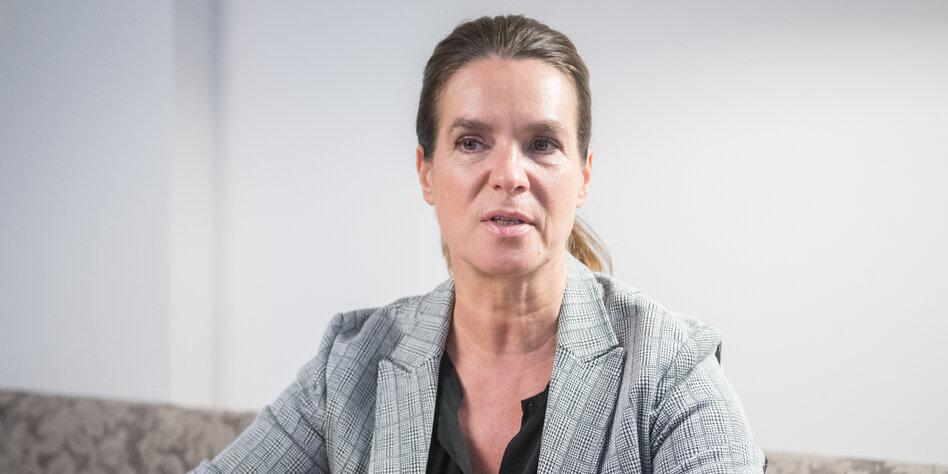 Katarina Witt Uber Die Wende Man Schweigt Den Schmerz Weg Taz De