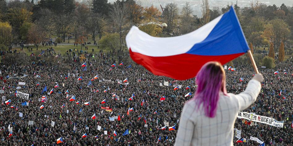 Tschechien - Hunderttausende bei Protesten in Prag