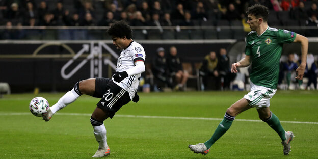 Serge Gnabry am Ball
