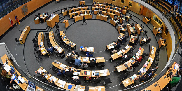 Der Thüringer Landtag von oben fotografiert.
