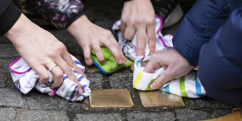 """Dezentrales Mahnmal in Berlin: """"Verlegung ist eine Trauerfeier"""""""