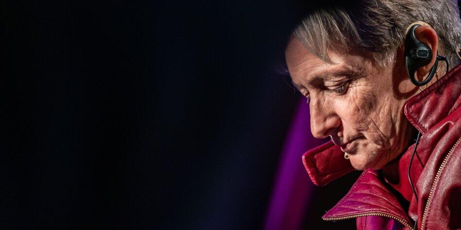 """30 Jahre Judith Butlers """"Gender Trouble"""": Gewissheiten in Frage stellen"""