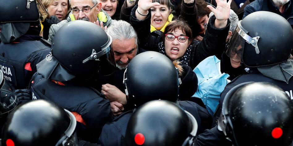 Pressefreiheit in Spanien: 600 Euro und Kamera weg