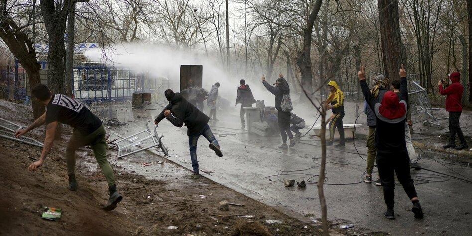 Geflüchtete an der EU-Außengrenze: Eskalation am Grenzzaun