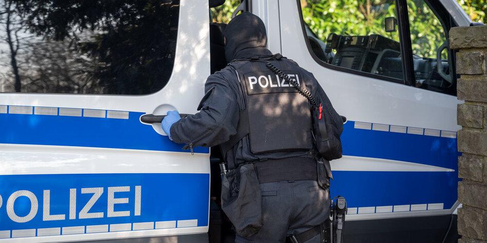 Razzia bei rechtsextremen Reichsbürgern: Schrotflinten und Macheten