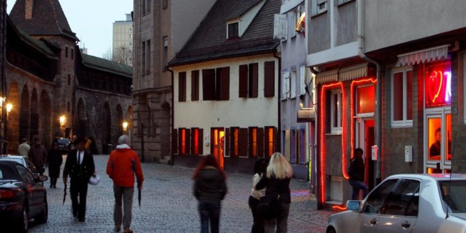 nackt spazieren gehen augsburg red light district