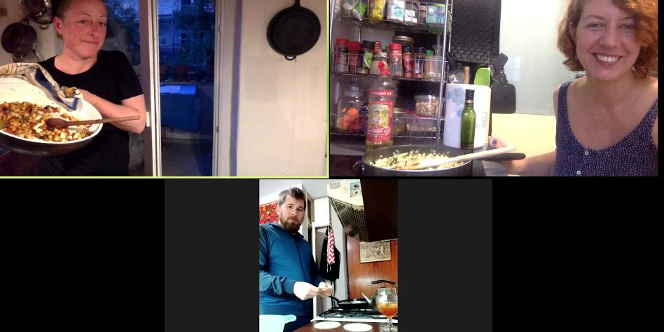 Gemeinsames Kochen per Videochat: Zusammen isst man weniger allein