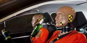 Crashtest-Dummies in einem Auto