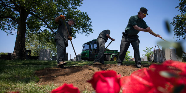 Cemetery officials in New York dig a grave