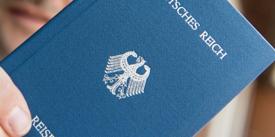 Razzien bei Reichsbürgern: Hunderte Messer und Äxte