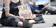 Fridays for Future-Aktivistin fordert am 2.6.2020 in Hamburg ein klimagerechtes Konjunkturpaket
