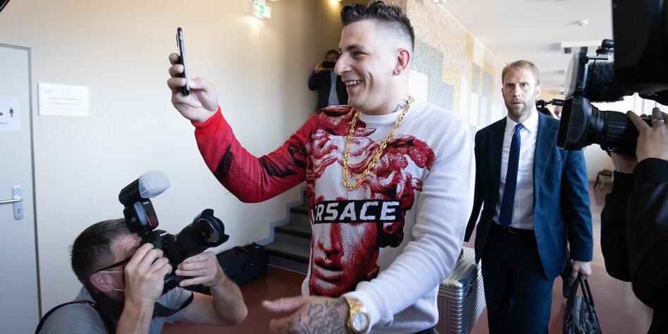 Prozess gegen Gangsta-Rapper Gzuz: Treffen sich drei Macker im Gericht