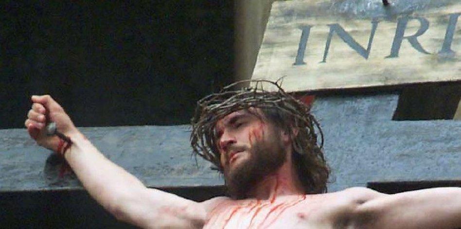 jesus ans kreuz genagelt