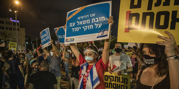 Demonstranten auf dem Rabin-Square in Tel Aviv