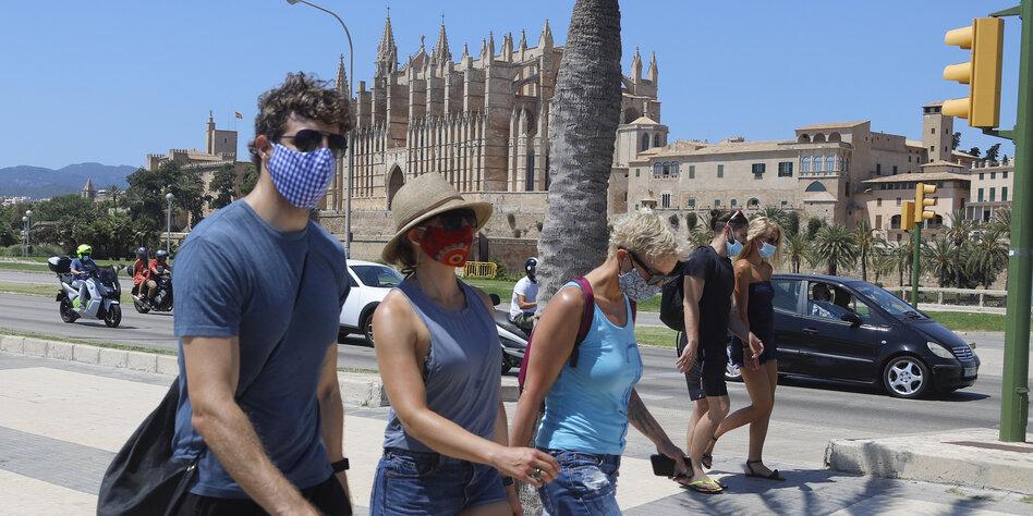Berliner Mallorca-Rückkehrer: Bewegungsmelder am Hotelbuffet