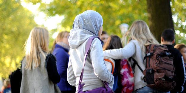 Schülerinnen mit Kopftuch wurden offenbar wiederholt Opfer verbaler Attacken des Lehrers