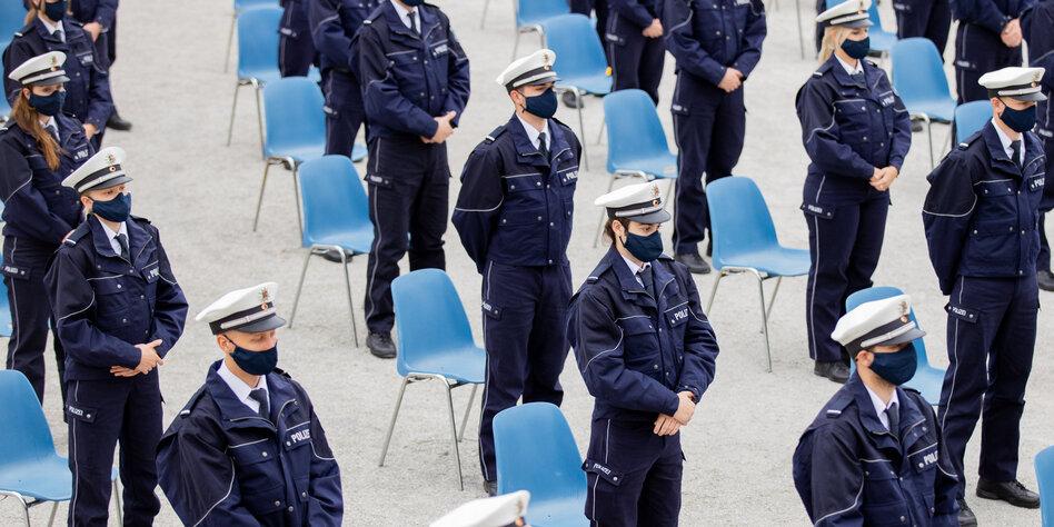 Rechtsextreme Polizisten Chatgruppen Außer Kontrolle Taz De