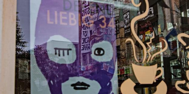 """""""Defend Liebig""""-Plakat im Schaufenster eines Cafés"""