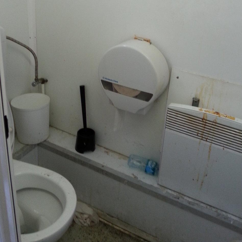 hygienem ngel in fl chtlingsunterkunft kinder kriegen die kr tze. Black Bedroom Furniture Sets. Home Design Ideas