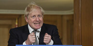Boris Johnson angespannt am Rednerpult