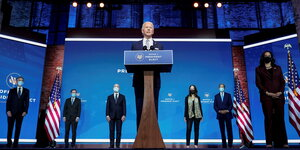 Joe Biden und Kamala Haris mit den Nominierten zum national Security Team: John Kerry , Antony Blinken , Jake Sullivan , Linda Thomas-Greenfield, Jake Sullivan , Avril Haines, Alejandro Mayorkas