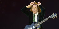 ACDC-Musiker Angus Young beim Konzert in Hannover