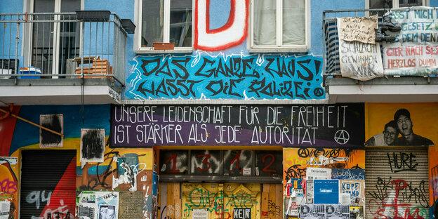 Bemalte Fassade der Rigaer 94
