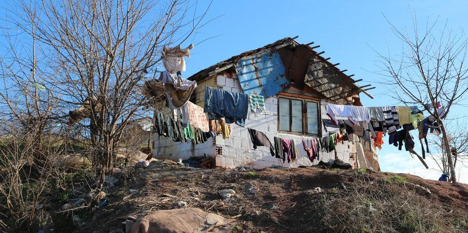 drohende abschiebung nach mazedonien der traum vom bleiben. Black Bedroom Furniture Sets. Home Design Ideas